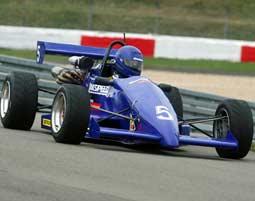 Ein echtes Formelfahrzeug auf dem Nürburgring selbst fahren!