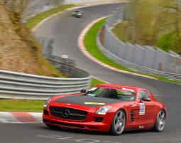 Eine Runde mit einem Mercedes-Benz SLS AMG auf der Nordschleife mitfahren!